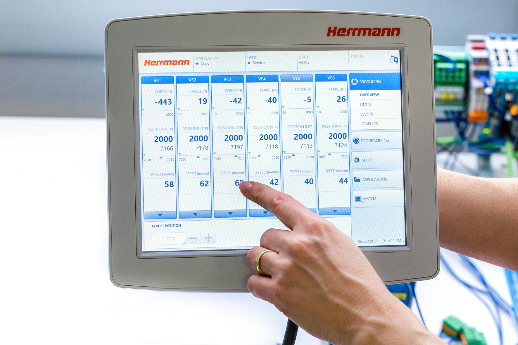 Herrmann Ultraschall's hand-held control panel for easy and safe operation