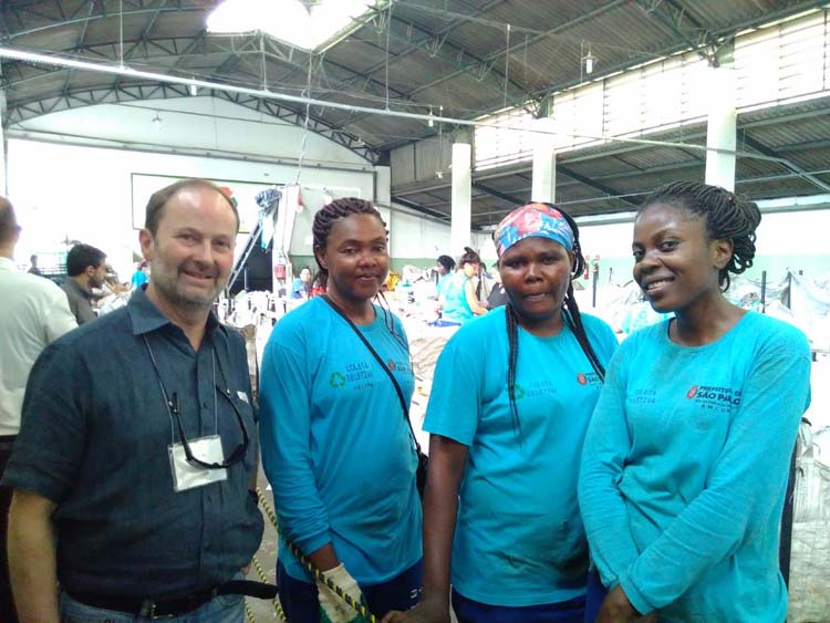 Pierre Wiertz, general manager, EDANA, with representatives of the waste sorting facility.